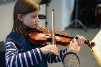 Bild zu Musikschule total: Fachbereichskonzert Streicher