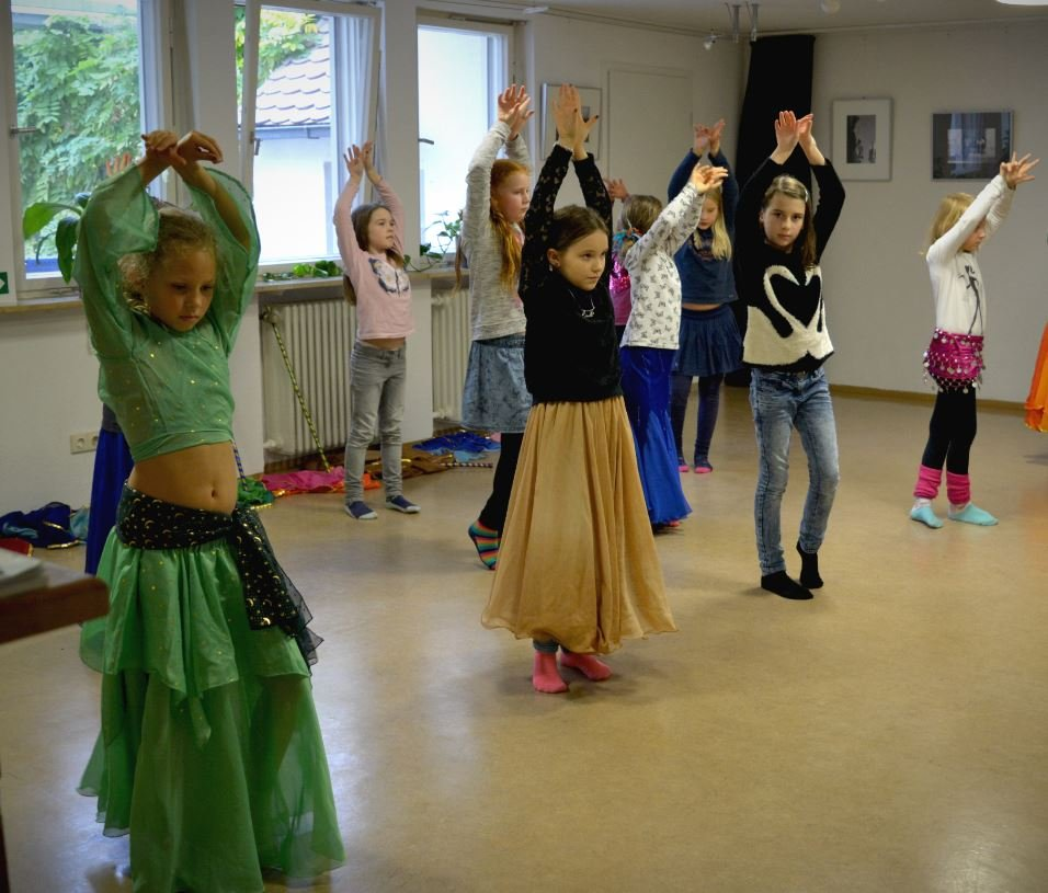 Orientalischer Tanz und Yoga für Kinder ( ab 13 Jahre) Der Kurs findet von  17.3.,-19.4.2020  nicht statt!!! - © Kulturladen Ziegelstein