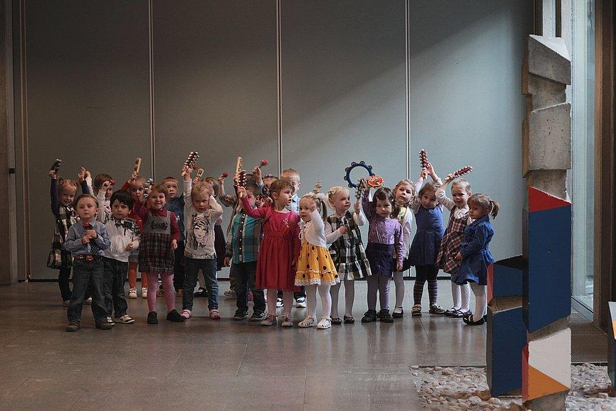 """Bühnenbewegung und -präsentation """"Gruppe 3"""" - © © Gemeinschaftshaus Langwasser"""