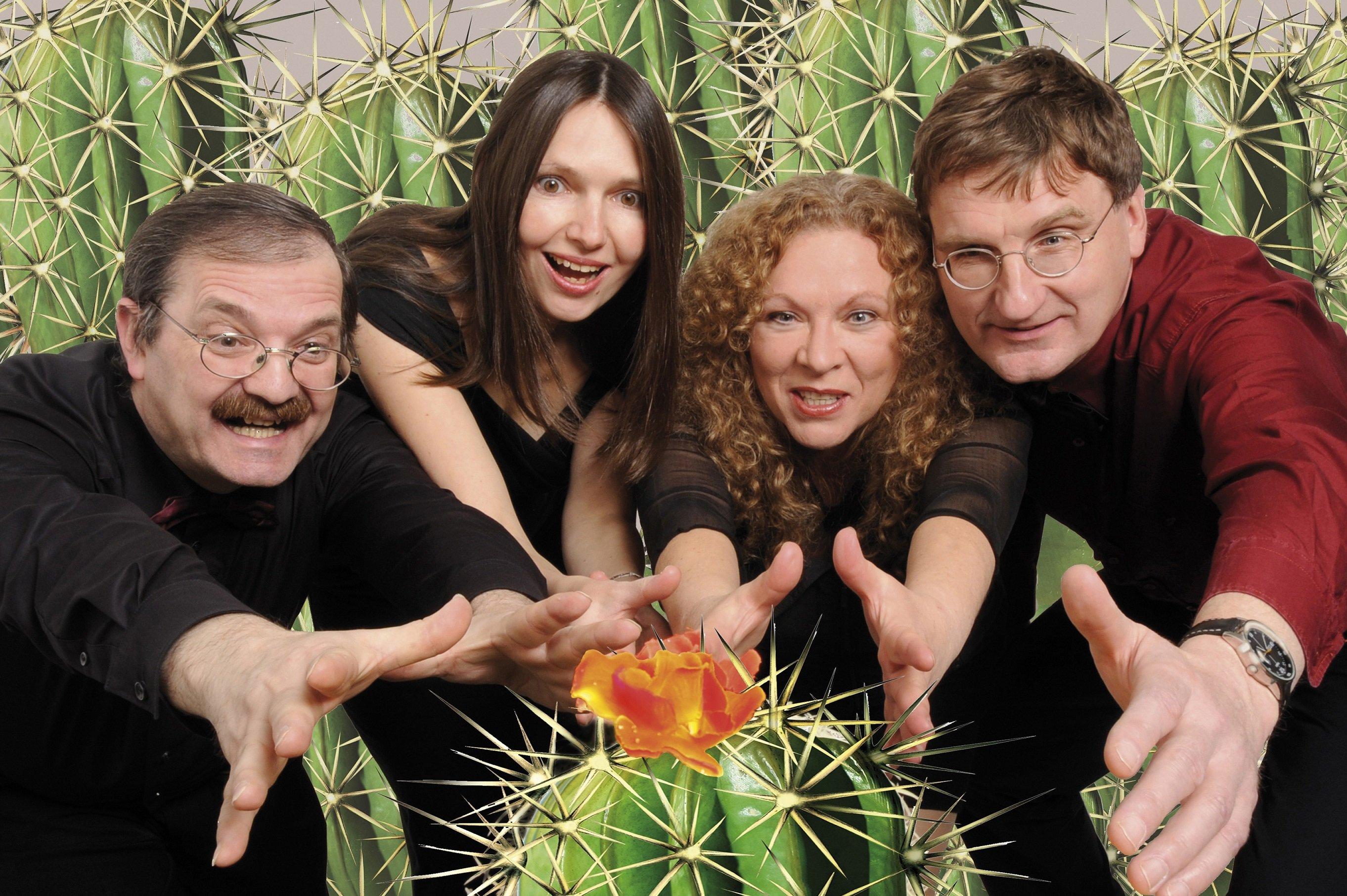 Kabarett mit Kaktusblüte - © Bernhard Poprawa