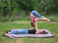 Bild zu Acro-Yoga trifft Zirkus für Familien