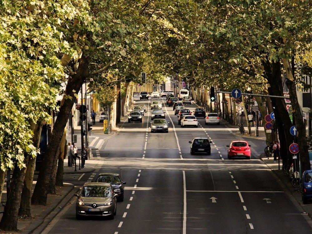 Wer hat eigentlich entschieden, dass Städte den Autos gehören? © S. Hermann und F. Richter, frei verfügbar über Pixabayy