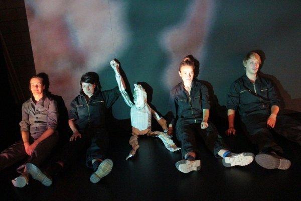 NÜRNBERG-PREMIERE Brachland-Ensemble - Revolution: Alles wird gut! - © Gunnar Seidel