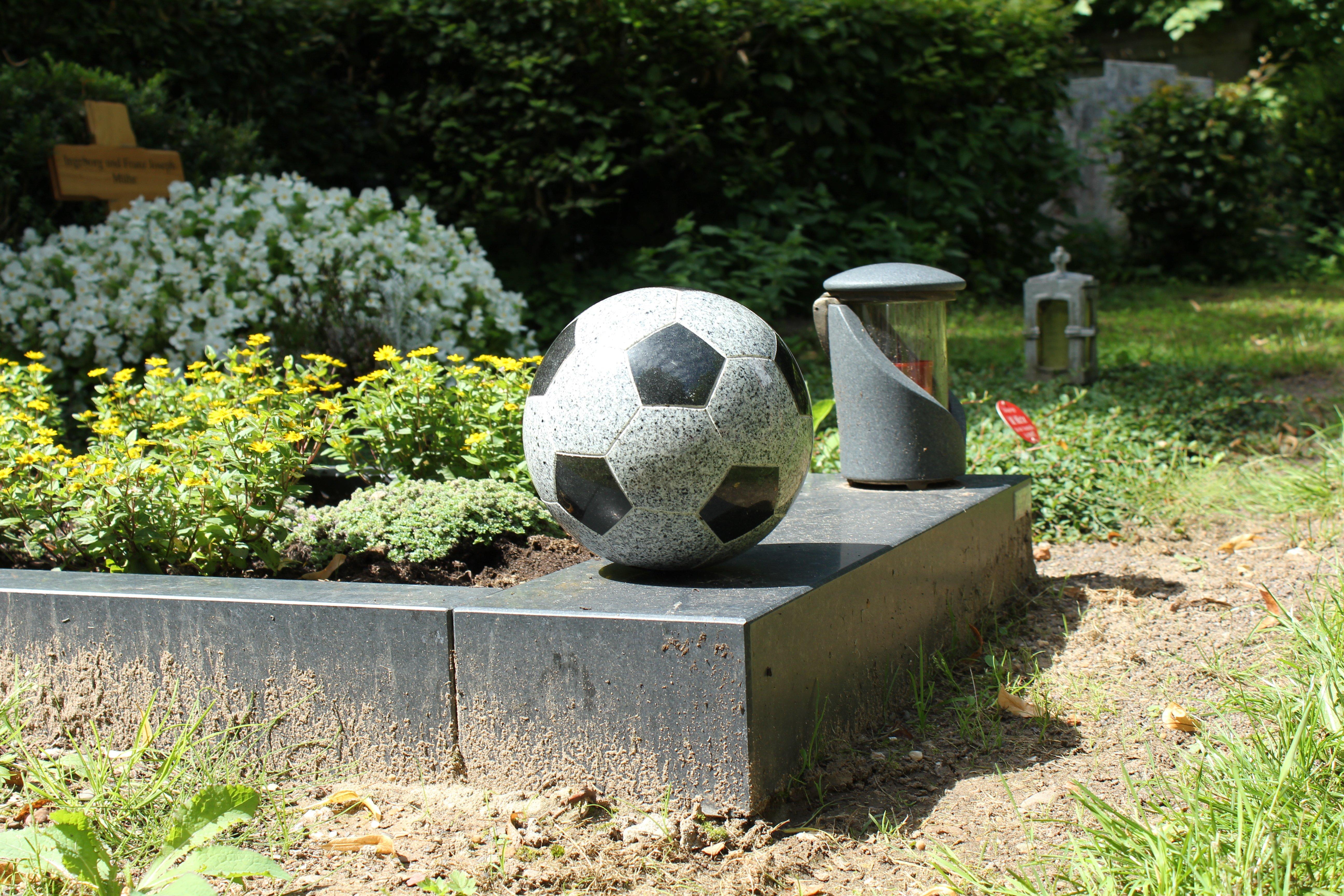 Abpfiff - Wenn der Fußball Trauer trägt - © Christa Becker