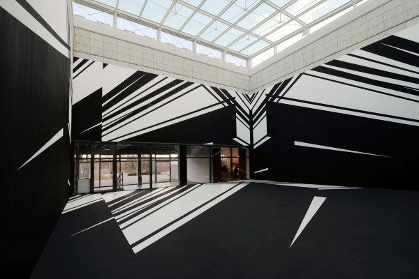 Zeichen & Wunder III - © Christine Rusche, Soundings, 2018, 12 x 12 x 7 m, Wandmalerei, PVAC Wandfarbe, Ausstellungsansicht Kunsthalle Rostock, Foto: Christine Rusche, © VG Bild-Kunst Bonn, 2018