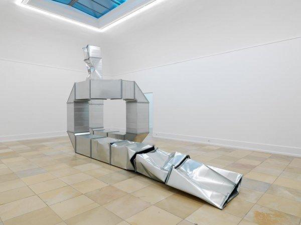 Hidden Beauty - © Thomas Rentmeister: Square Tubes (Looping), 2019,  Ausstellungsansicht: Kunsthalle Nürnberg, © VG Bild-Kunst Bonn, 2019; Foto: Annette Kradisch