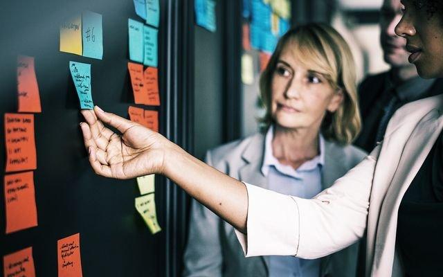 Weibliche und männliche Kommunikation im Beruf - © pixabay