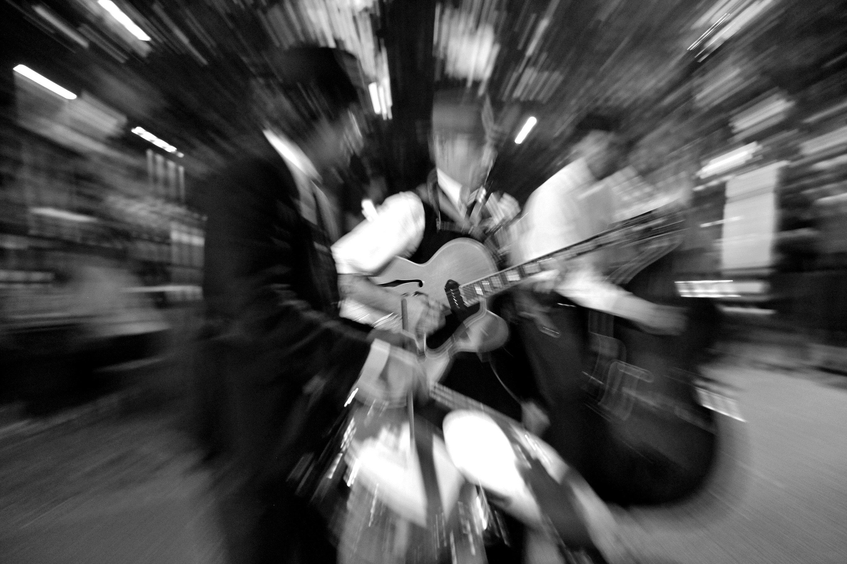 """Das macht die Kunst: """"Rock'n'Roll Fire""""  - Die Party zum 10.Jubiläum - © Silvia Wawarta"""