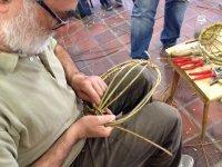 Bild zu Aktiv in Almoshof: Flechten mit Weidenzweigen: einfache Objekte für den Garten